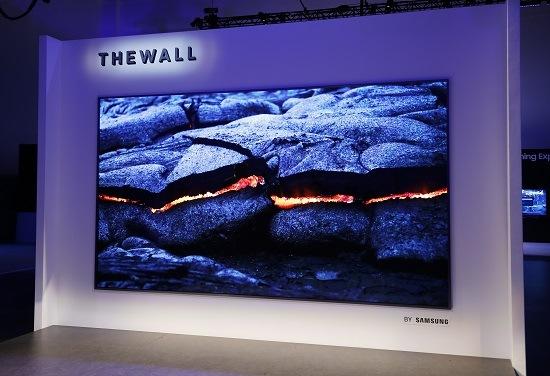 <pre>Samsung видит слабые требования на дисплее; LG Display сообщает о падении доходов