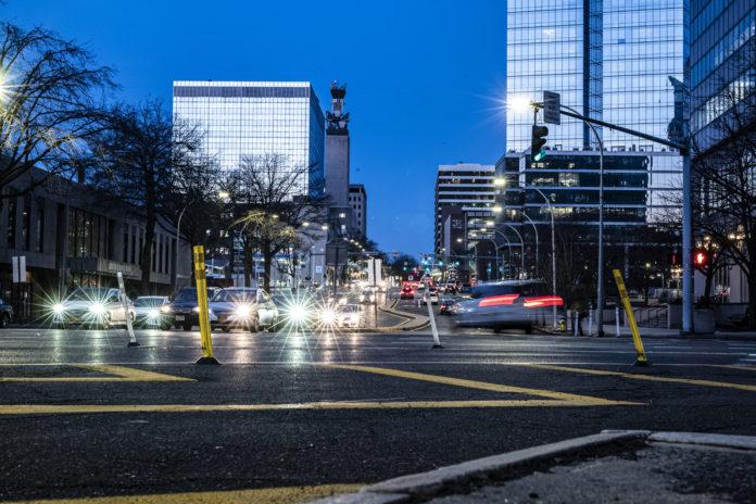 Подключите полмиллиона умных уличных фонарей в Нью-Йорке