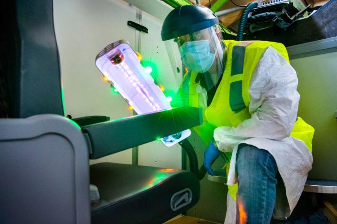 Boeing объявляет о партнерстве с Healthe по производству УФ-палочки для дезинфекции салона самолетов