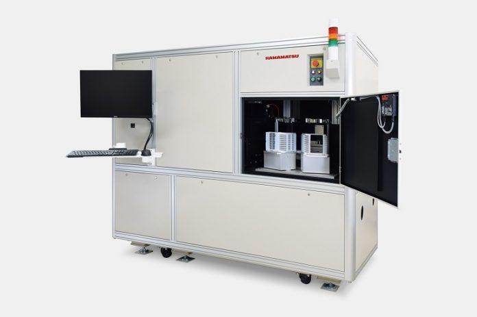 Компания Hamamatsu Photonics разработала систему для высокоскоростной проверки светодиодов на пластинах для обнаружения отклонений во внешнем виде, интенсивности и длине волны их излучения.