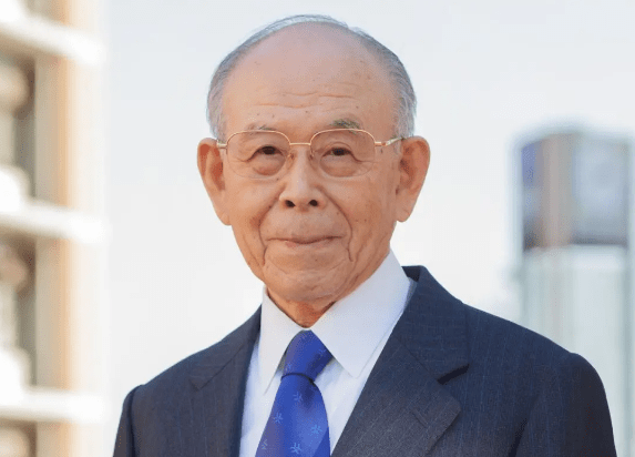 Ушел из жизни японский лауреат Нобелевской премии Исаму Акасаки, который изобрел высокоэффективный синий светодиод