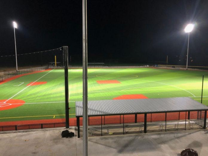 <pre>Eaton поставляет решения для наружного и спортивного освещения для парков спортивных сил на Миссисипи