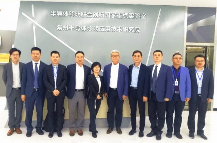<pre>Генеральный директор OSRAM Lighting и генеральный директор WELLMAX посетили Государственную ключевую лабораторию твердотельного освещения