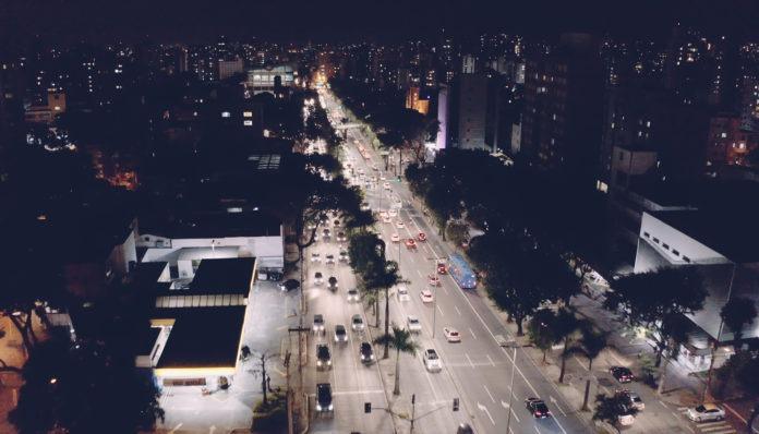 <pre>Город Бразилия экономит 50% электроэнергии с помощью светодиодных уличных фонарей