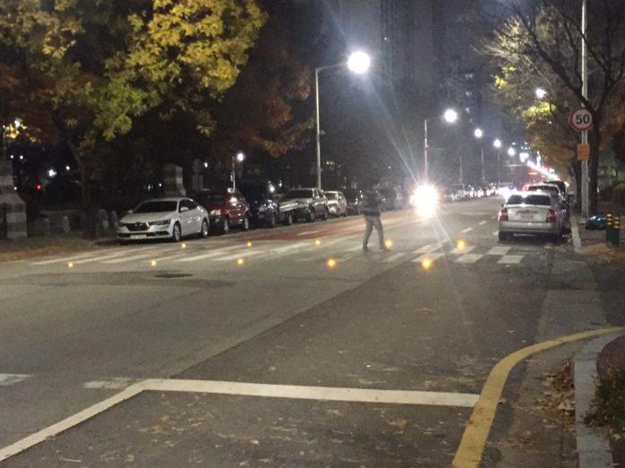 <pre>Корейская команда разрабатывает светодиодный встраиваемый пешеходный переход для повышения безопасности дорожного движения