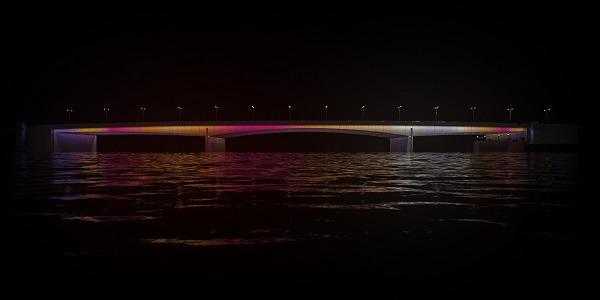 <pre>Signify освещает новый стиль Лондона благодаря подключенному светодиодному освещению